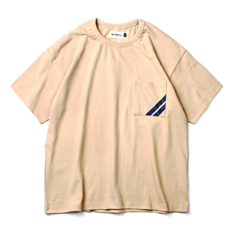 [MARCH WITH] LINE POCKET WIDE FIT TEE BEIGE