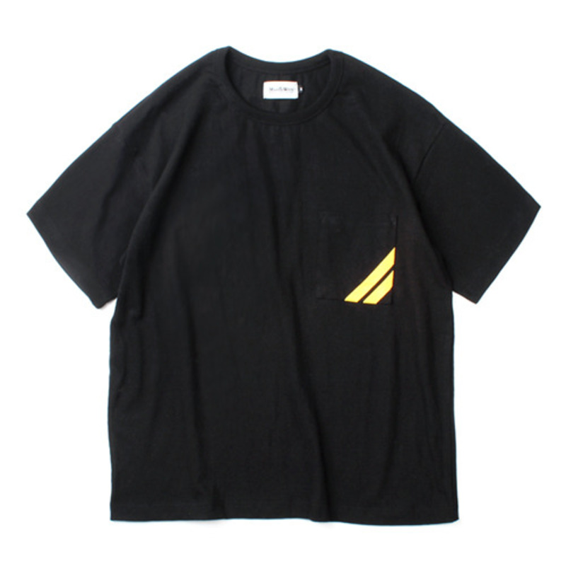 [MARCH WITH] LINE POCKET WIDE FIT TEE BLACK