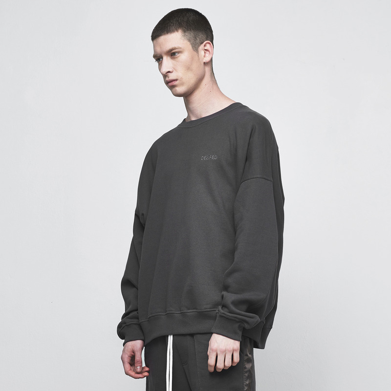 [D.PRIQUE] OVERSIZED SWEATSHIRT / CHARCOAL