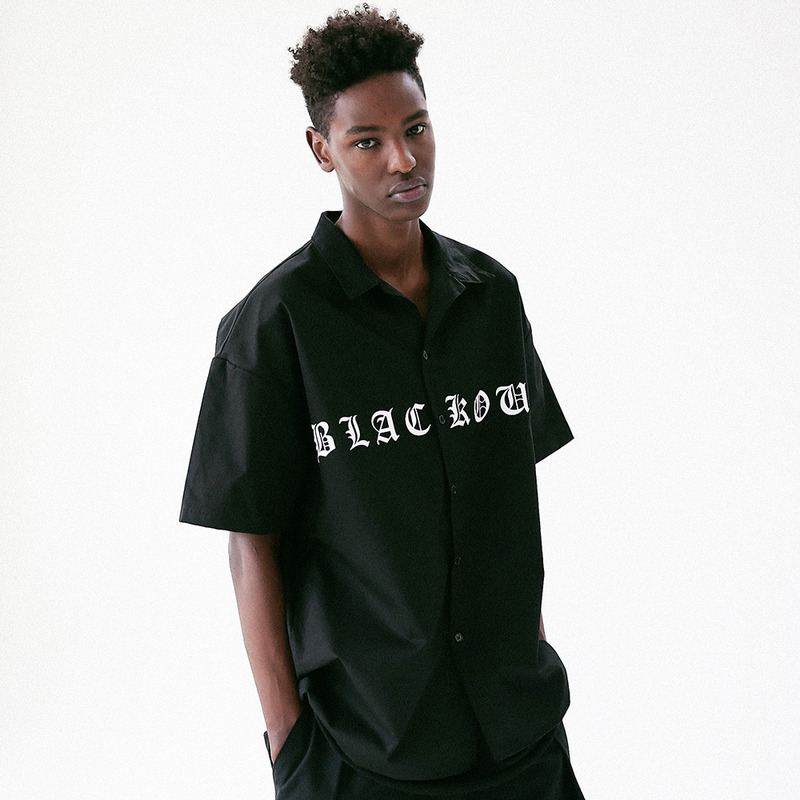 [MASSNOUN] BLACK OUT STANDARD-FIT SHIRT MUVST003-BK