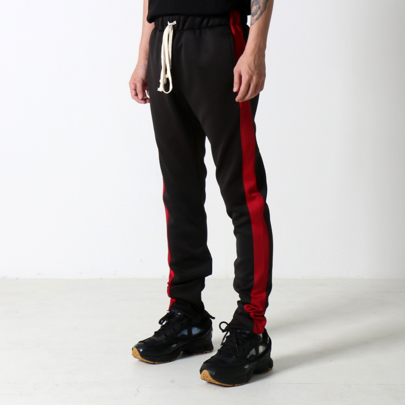 [쿠드그라스 연말 FINAL SALE] [EPTM] TECHNO TRACK PANTS (BLACK/RED)