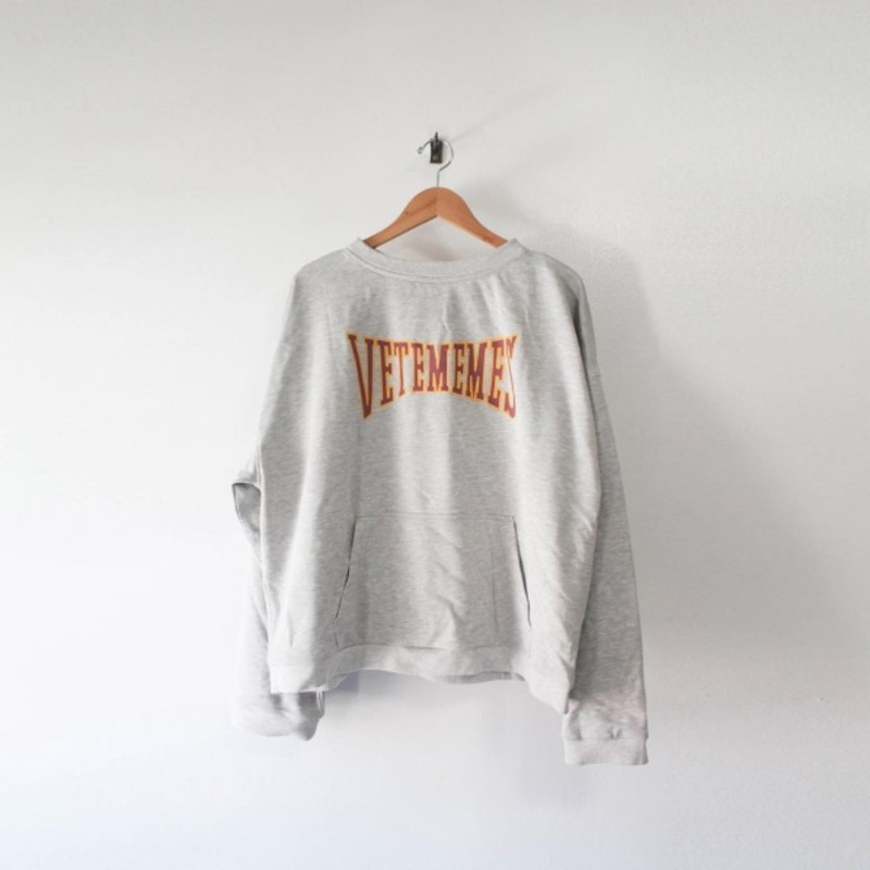 [$ SHOP SALE] [VETEMEMES] GREY CROPPED VARSITY HOODIE
