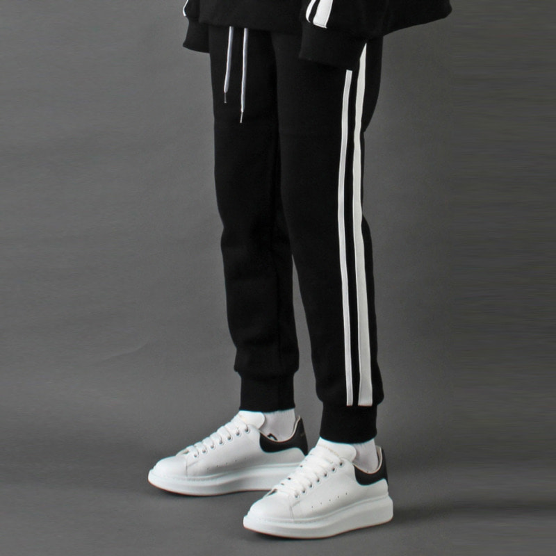 [TAKEASY] LINE CROP JOGGER (BLACK)