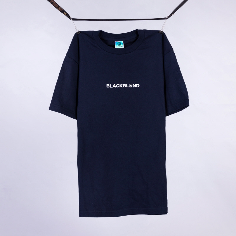 [BLACKBLOND] BBD BASIC CENTER LOGO TEE (NAVY)