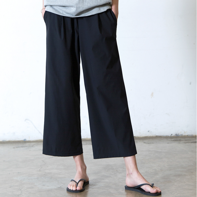 [SUMMER SALE 20% OFF] [WHOLOVESART] UNISEX WIDE CROP ICE BENDING SLACKS (BLACK)