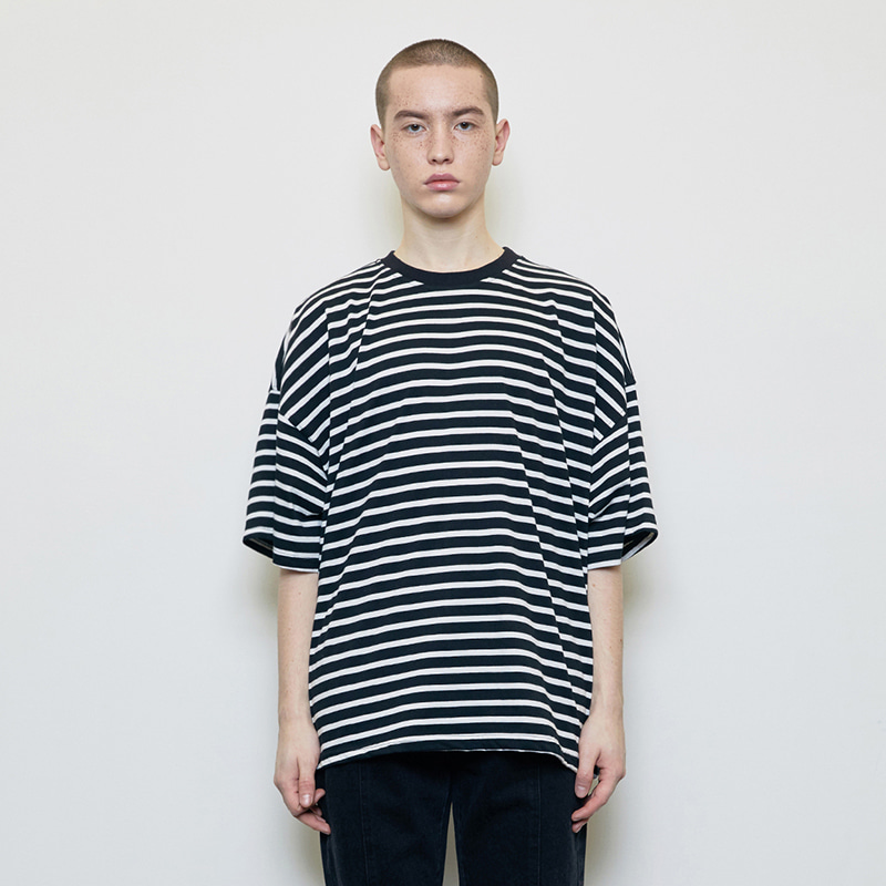 OVERSIZED STRIPED T-SHIRT (BLACK)