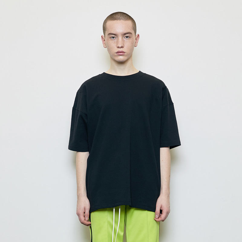 OVERSIZED BASIC T-SHIRT (BLACK)