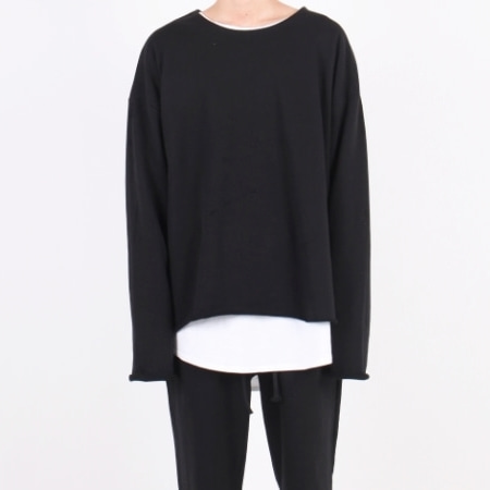OVERFIT CUT U-NECK BLACK