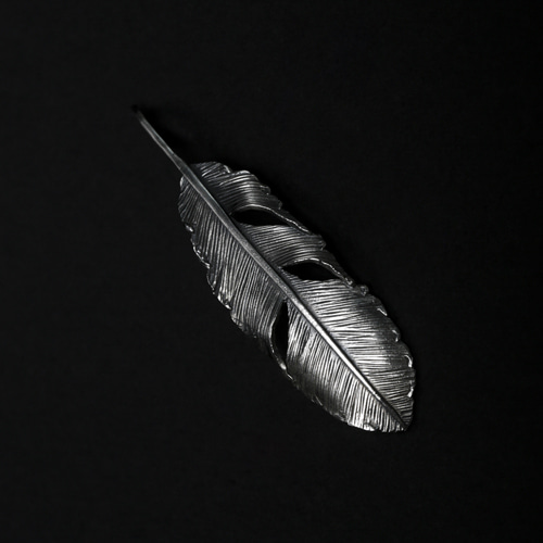 HD FEATHER PENDANT 01