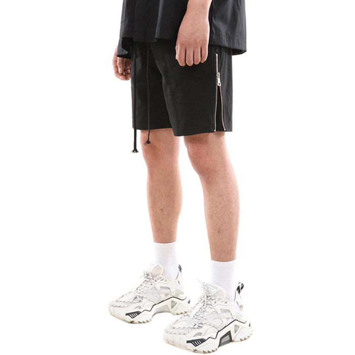 SIDE ZIPPER SHORT PANTS