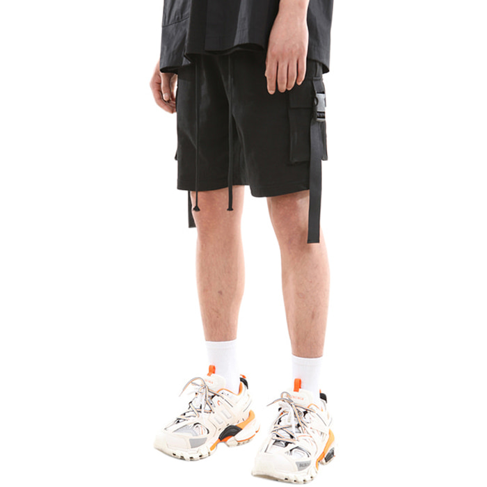 BUCKLE POCKET SHORT PANTS