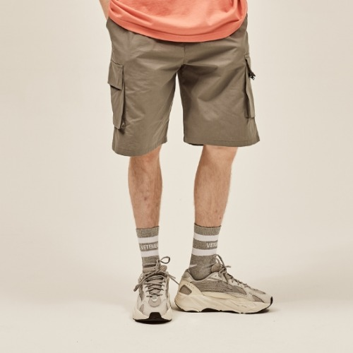GRAY CARGO ZIPPER SHORT PANTS