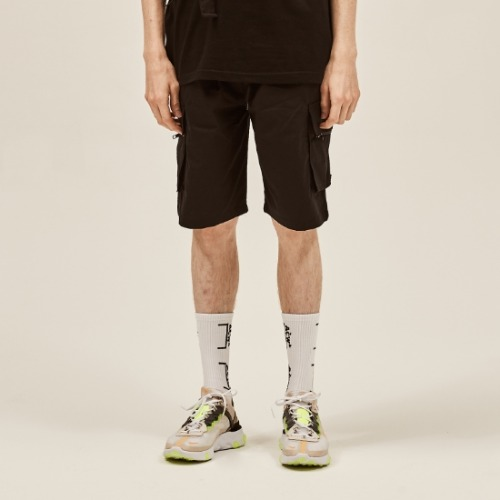 BLACK CARGO ZIPPER SHORT PANTS