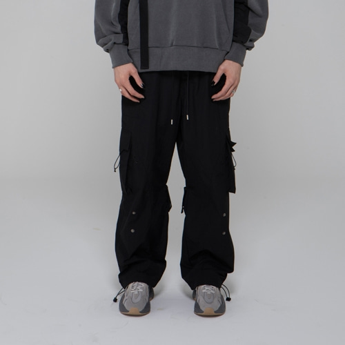 SNAP ON-OFF CARGO PANTS BLACK