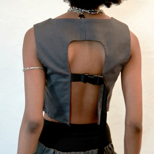 BACK OPEN BUCKLED CROP VEST
