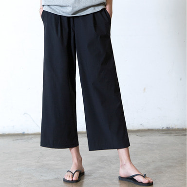 [WHOLOVESART] UNISEX WIDE CROP ICE BENDING SLACKS (BLACK)
